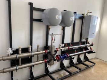 Установка отопительного оборудования в теплогенераторных таунхаусов